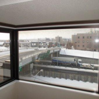 シート貼り窓枠とカウンターを樹脂製窓枠とポストフォームカウンターへ!札幌市