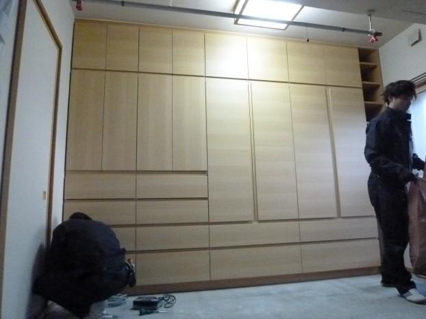 壁一面オール収納棚
