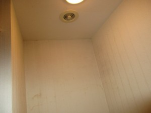 施工前トイレ棚