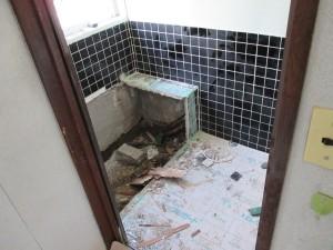 既存浴室解体3