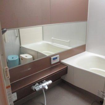 浴室ミラー湿気による腐食、キレイにピタッと交換事例!札幌市