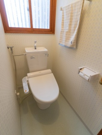 TOTOの手洗い器付トイレ