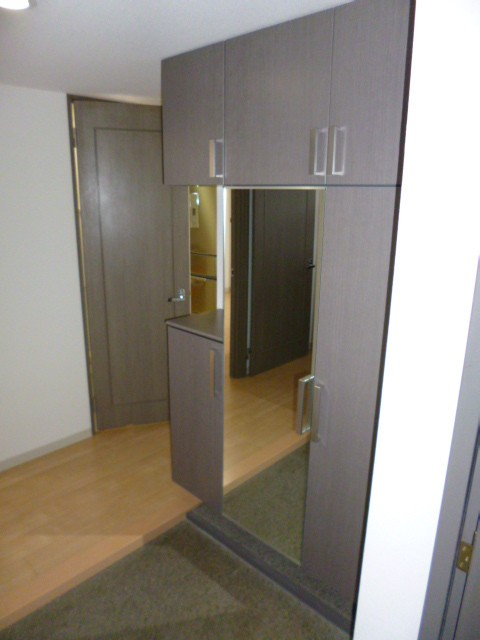 鏡付き玄関収納