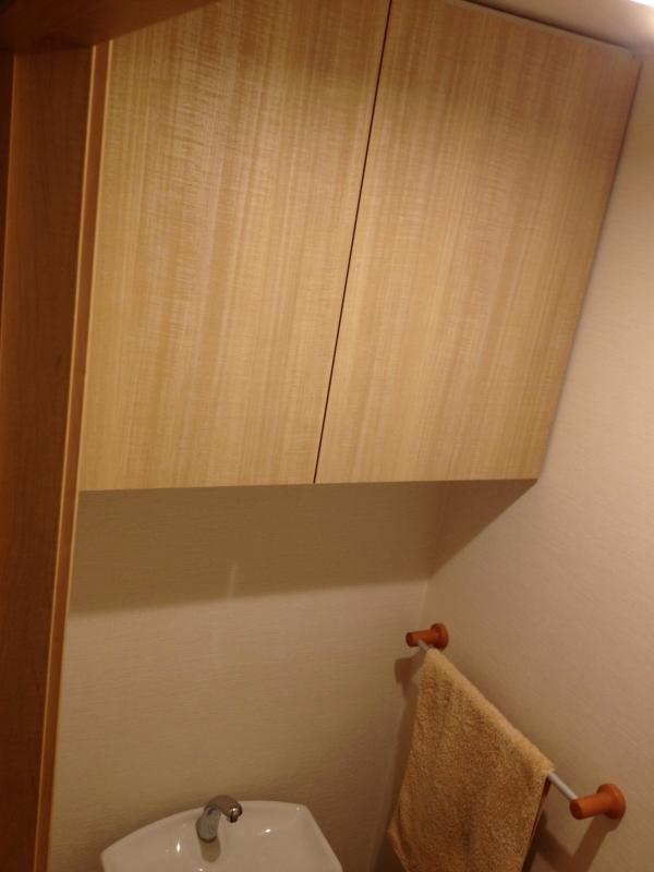 トイレ吊戸棚