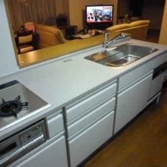 マンションの限られたスペースをフル活用、収納タップリキッチン空間 札幌市