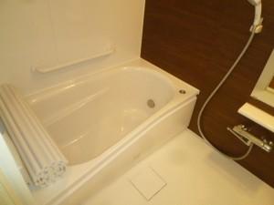 カーブのある浴槽