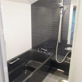 清掃性抜群のホーロー浴室パネルの『伸びの美浴室』へリフォーム!戸建住宅