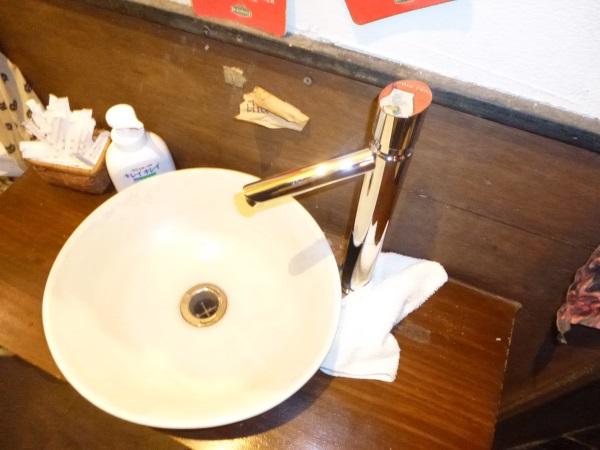 カクダイの自閉立水栓(トール)