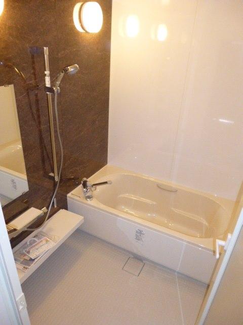 標準装備のオールインワン快適バスルーム、LIXILシステムバス『リノビオVシリーズ』