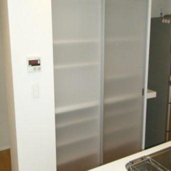 アルミ扉のおしゃれなキッチン背面収納(オーダー) 札幌市