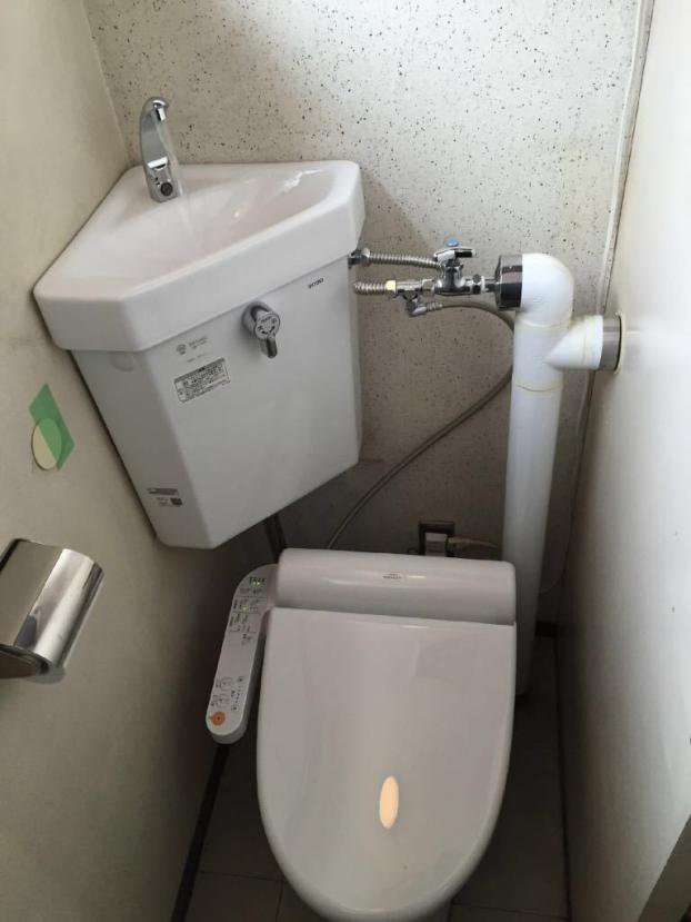 TOTO防露式手洗付隅付ロータンク、腰掛式便器