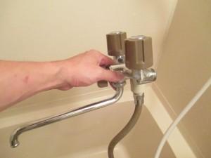 水栓交換スタート