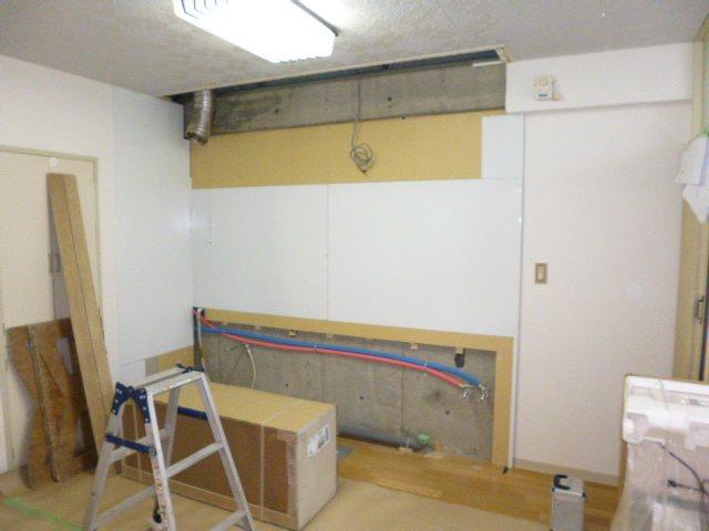 施工中キッチンパネル