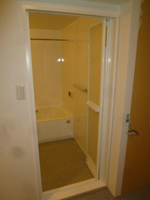 パッキンレス浴室ドア