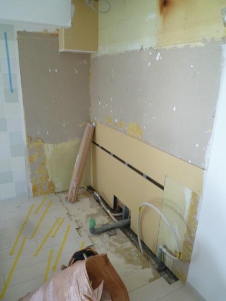 施工中キッチン解体済み