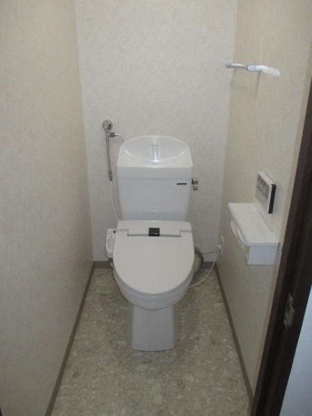 カラスタンダードの温水洗浄便座付きトイレ『ティモニSシリーズ』