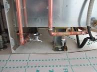 電気温水器脚