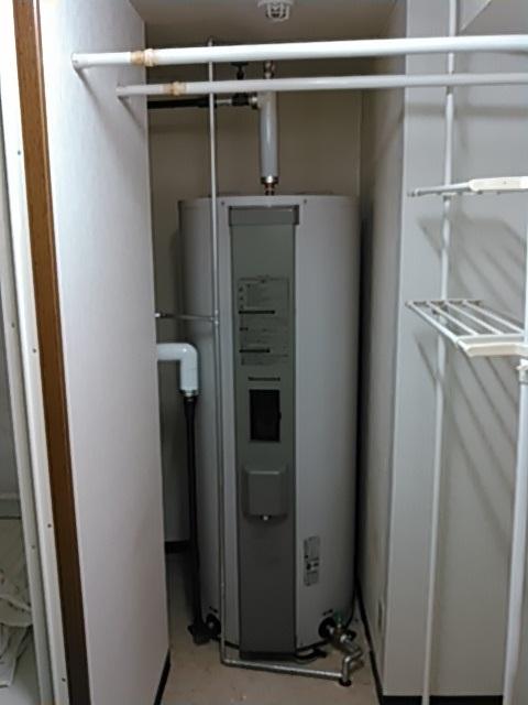 タカラスタンダードの丸型370L給湯専用電気温水器