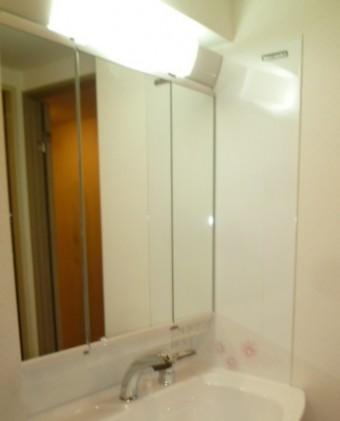 三面鏡収納棚付き