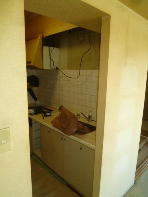 施工中キッチン解体