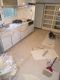 キッチン床施工中