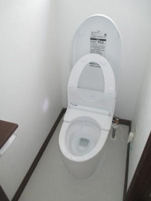 トイレ施工後・フチなし形状