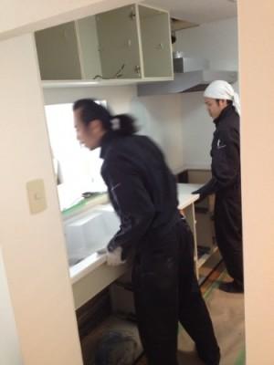 キッチン組立中