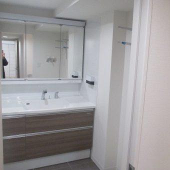 広々収納スペースのスタイリッシュな洗面化粧台へリフォーム事例!札幌市