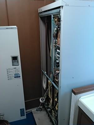 施工前電気温水器解体