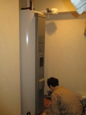 交換中電気温水器