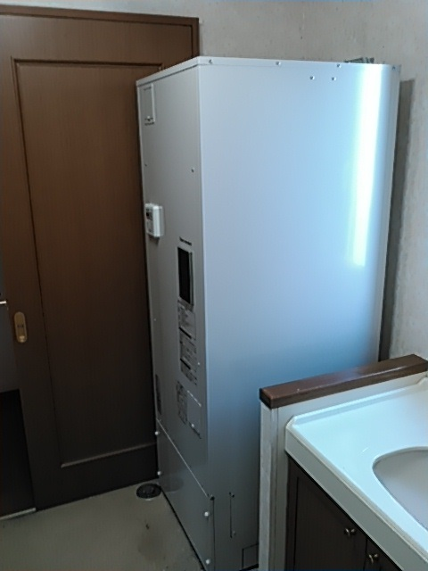 タカラスタンダードの角型370L給湯専用電気温水器