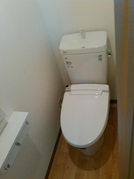 LIXIL『アメージュZ便器(フチレス)』+シャワートイレ『KAシリーズ』