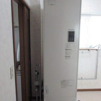江別市戸建住宅 丸型から角型電気温水器交換工事