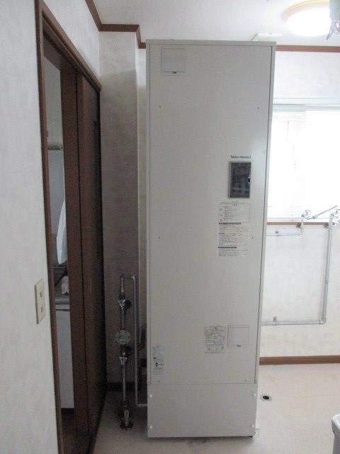 タカラスタンダードの給湯専用角型スリムタイプ電気温水器