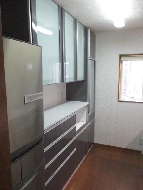 システムキッチン『エマージュ(EMAGE)』シリーズの食器収納棚