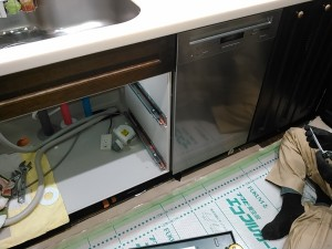 食器洗い乾燥機取付中