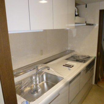 まるで家具のようなキッチン、クリナップの『ラクエラ』で自然な調和!札幌市