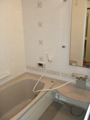 タカラスタンダードの「ホーロークリーン浴室パネル」+「タフロア」