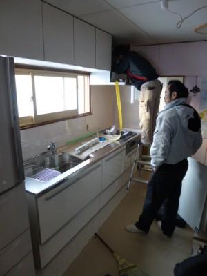 キッチン施工中 パネル:アイカ工業のセラール