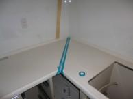 施工中キッチン 人工大理石の接着工事