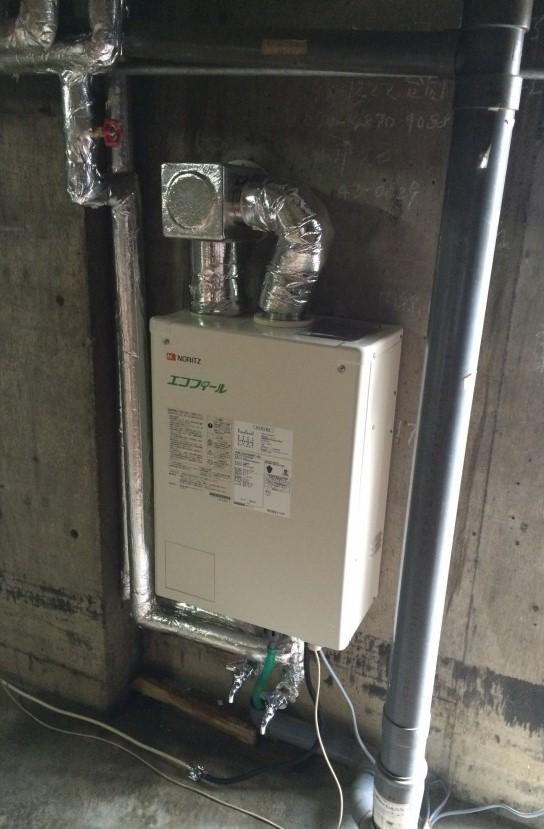 ノーリツの壁掛タイプの石油給湯器『エコフィール』