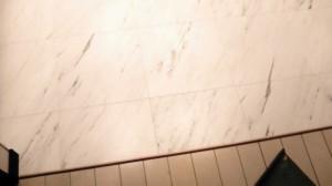 内装材のビニル床タイル