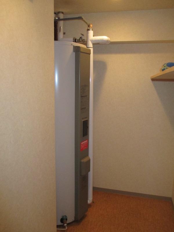 タカラスタンダードの電気温水器丸型460L