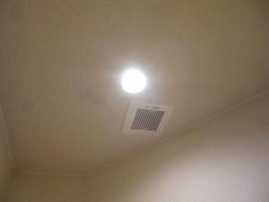 施工後トイレ・天井