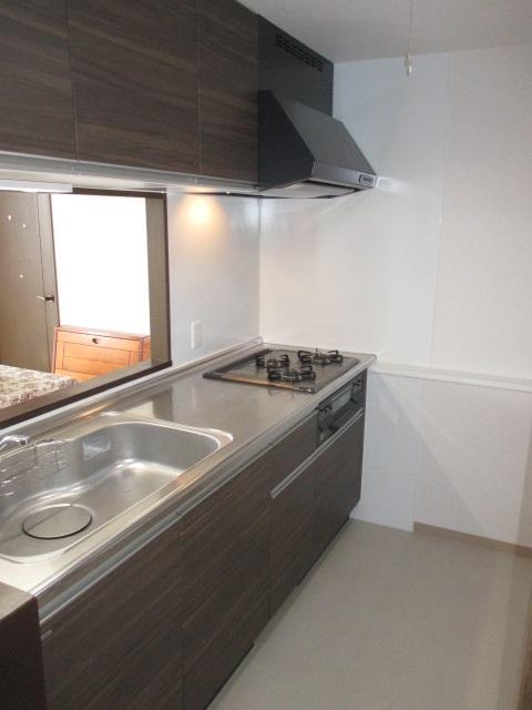 マンションリフォーム向け木製システムキッチン『グレーシア(GRACIA)』