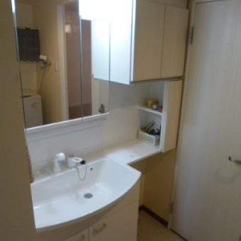 トイレの扉との干渉を考えた洗面化粧台、オーダー収納リフォーム!札幌市