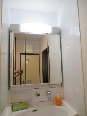 内部収納三面鏡