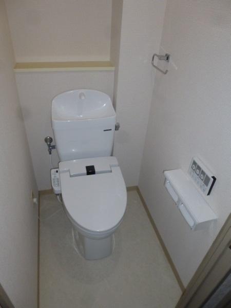 タカラスタンダードの温水洗浄暖房便座付きトイレ