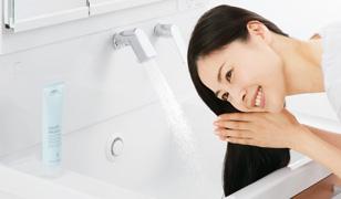 TOTO洗面化粧台『サクア』エアインスウィング水栓
