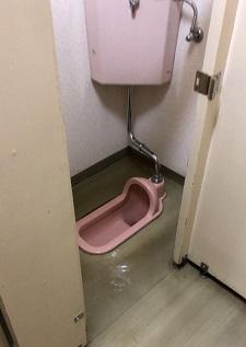 施工前・和式トイレ右側